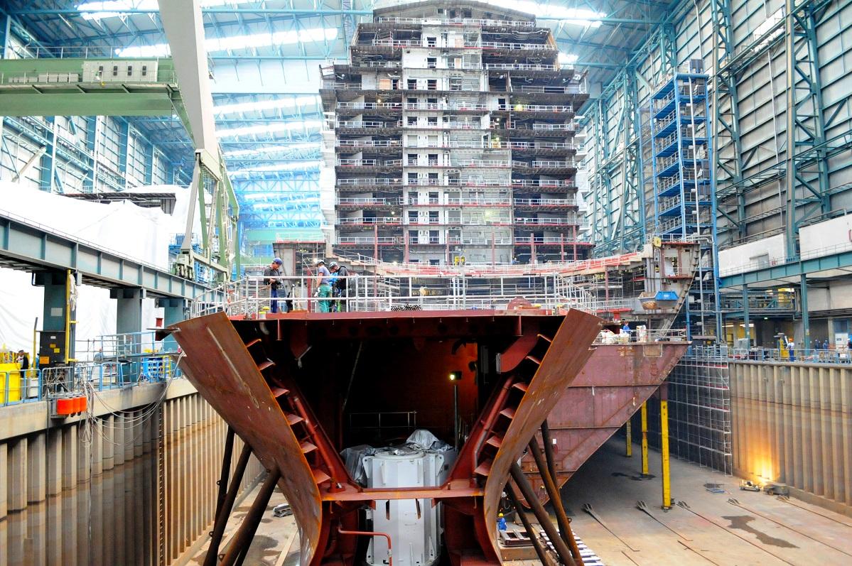 Blick in die Baudockhalle der Meyer Werft.